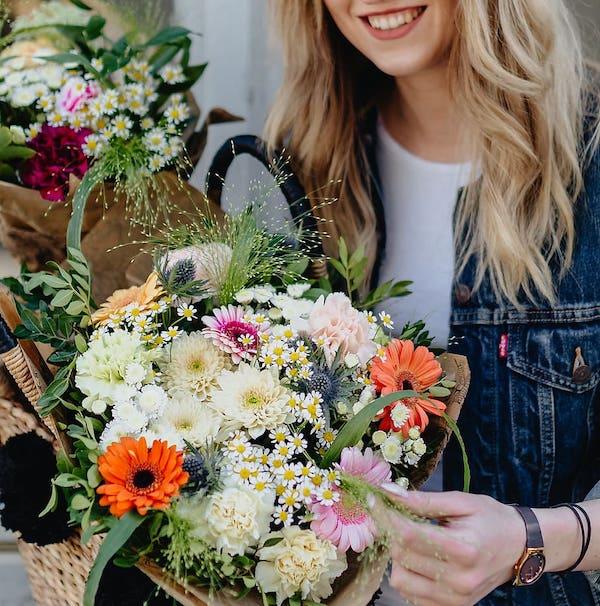 crea tu propio ramos con flores para regalar en un cumpleaños